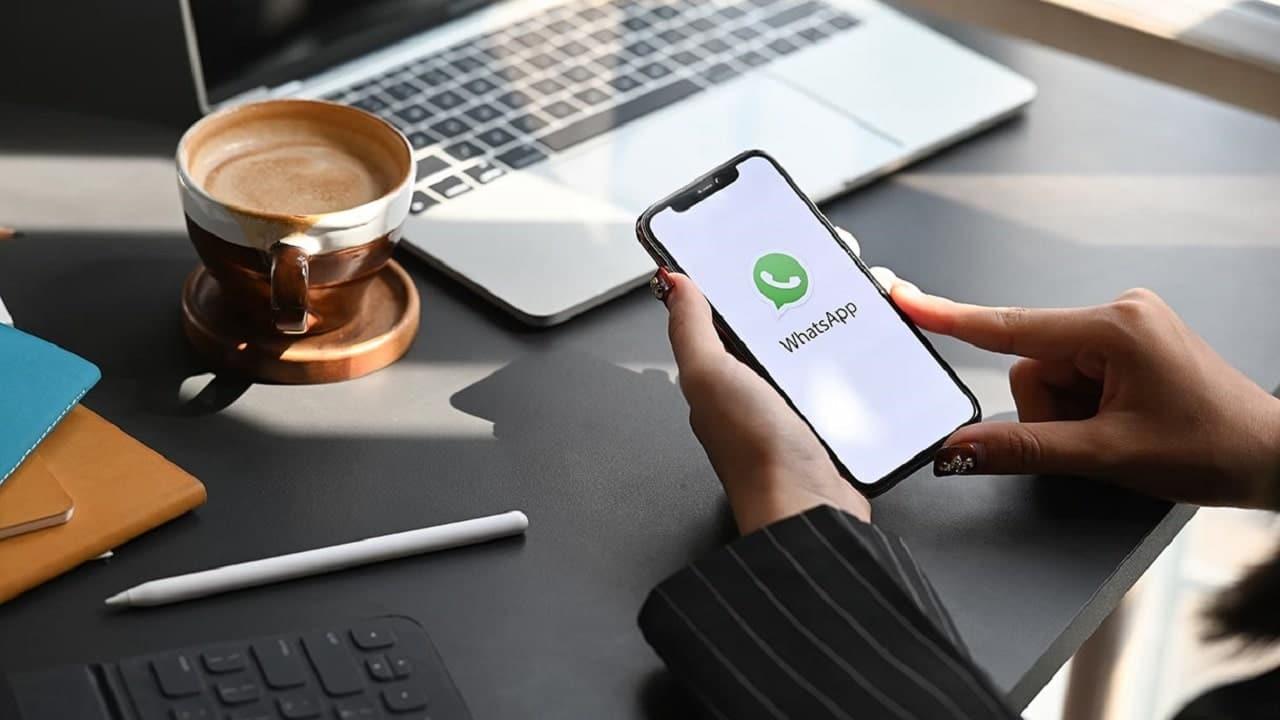 WhatsApp pronta a lanciare i messaggi che scompaiono dopo un giorno thumbnail