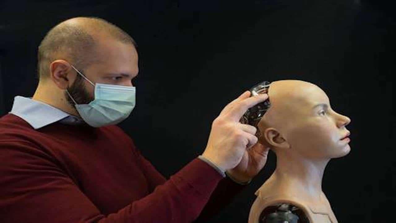Abel, il robot umanoide che comprende le emozioni umane thumbnail