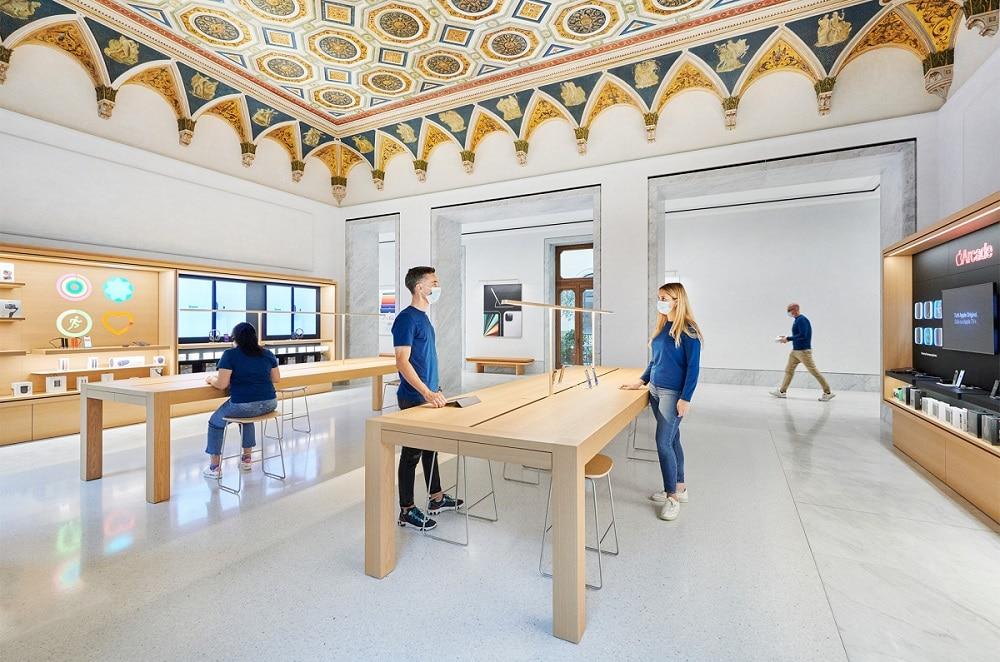 Apple Via del corso Roma