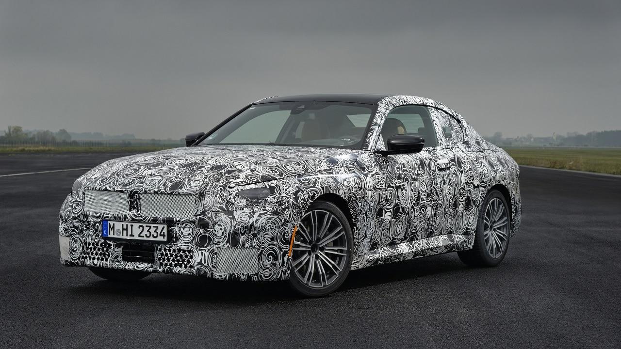BMW Serie 2 Coupé, il lancio della nuova generazione sarà quest'estate thumbnail