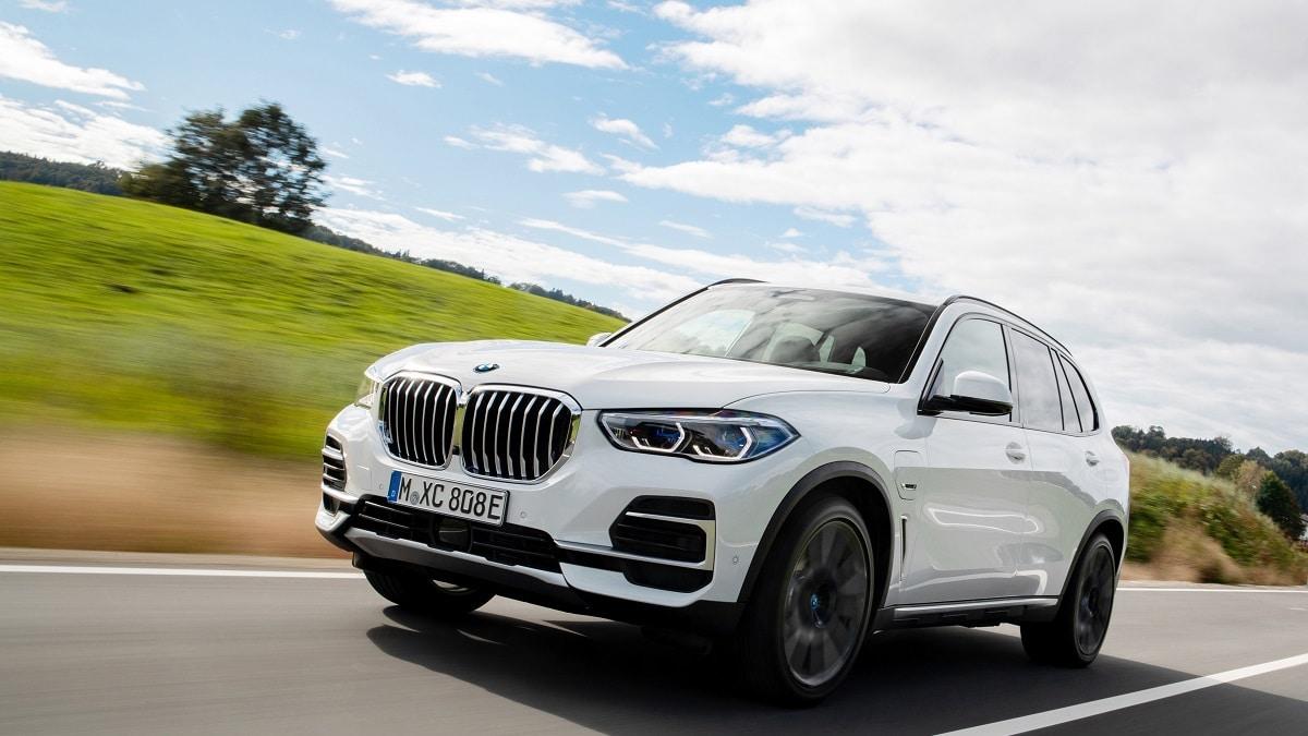 BMW è il primo produttore ad utilizzare gli pneumatici sostenibili di Pirelli thumbnail