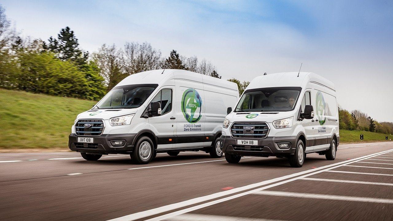 Ford E-Transit, il furgone elettrico di Ford è già pronto a lavorare: i primi test in attesa del lancio nel 2022 thumbnail