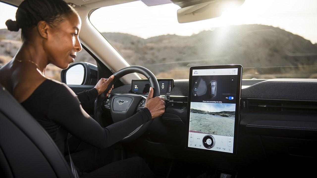 Ford Power-Up, gli aggiornamenti wireless delle automobili americane saranno (per ora) gratuiti e completissimi thumbnail