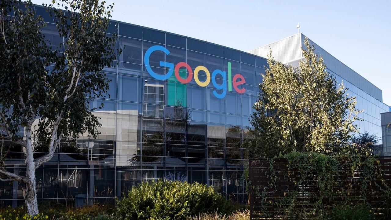 Quattro donne che lavoravano per Google fanno causa all'azienda thumbnail