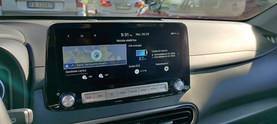 Hyundai Kona elettrica infotainment