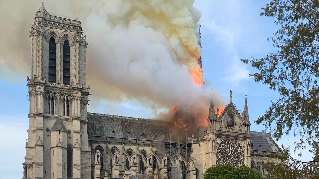 La tecnologia usata per ricostruire Notre-Dame di Parigi dopo l'incendio thumbnail
