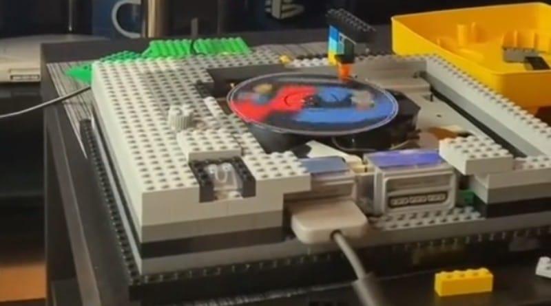 Una PlayStation fatta di LEGO: il progetto di un utente su TikTok thumbnail