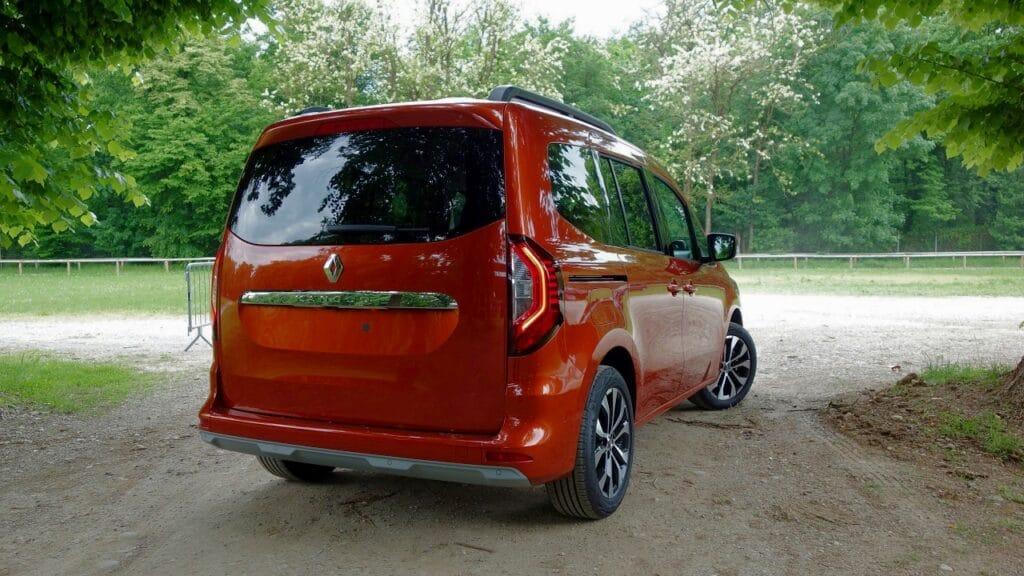 Renault Kangoo 2021 posteriore_Fotor