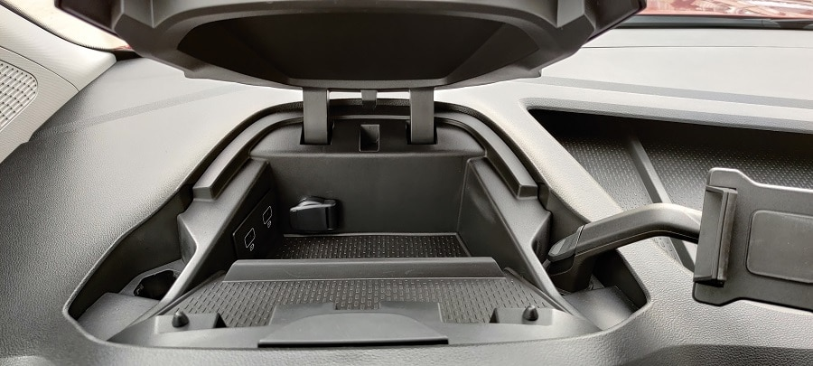Renault Kangoo 2021 vano portaoggetti davanti al volante