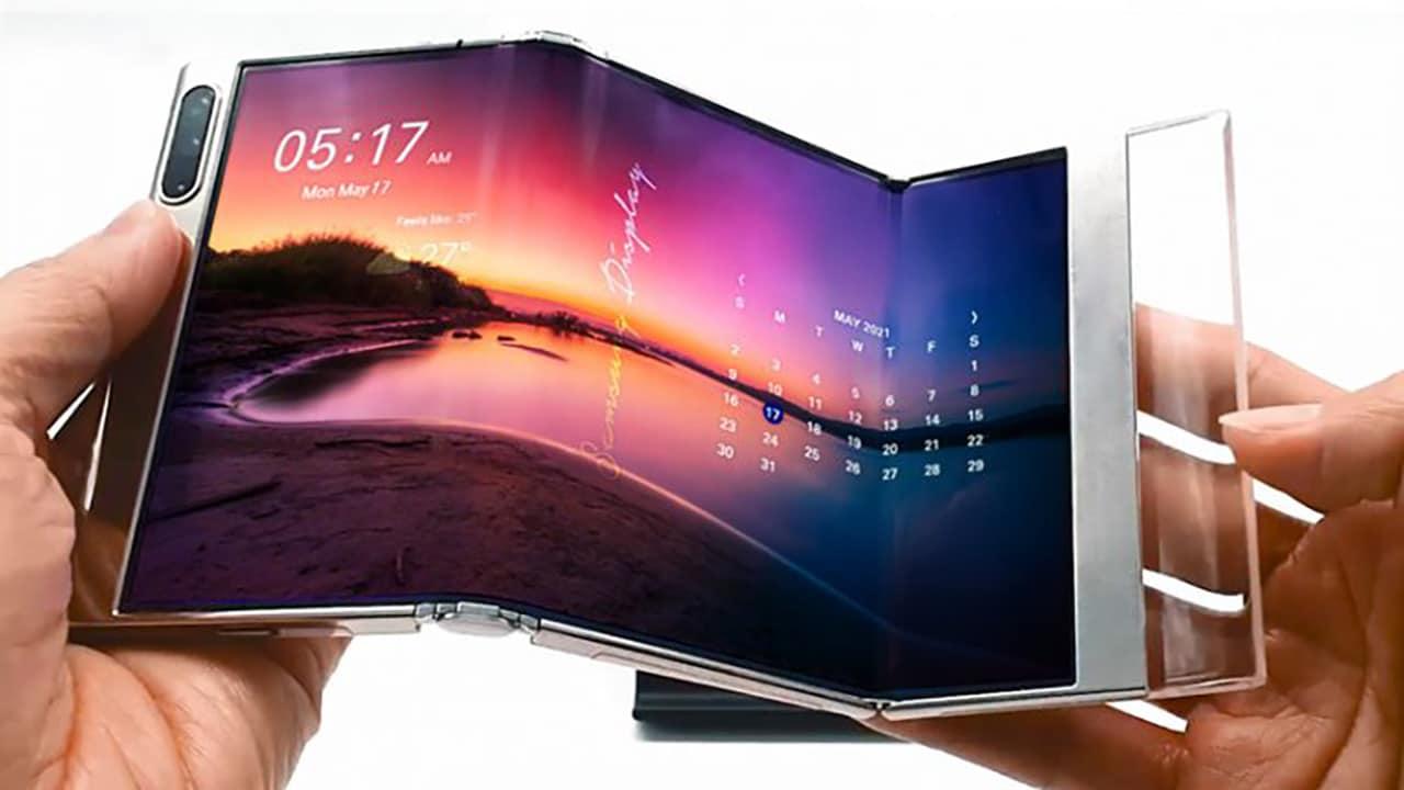 Samsung svela in anteprima la nuova generazione di display pieghevoli thumbnail