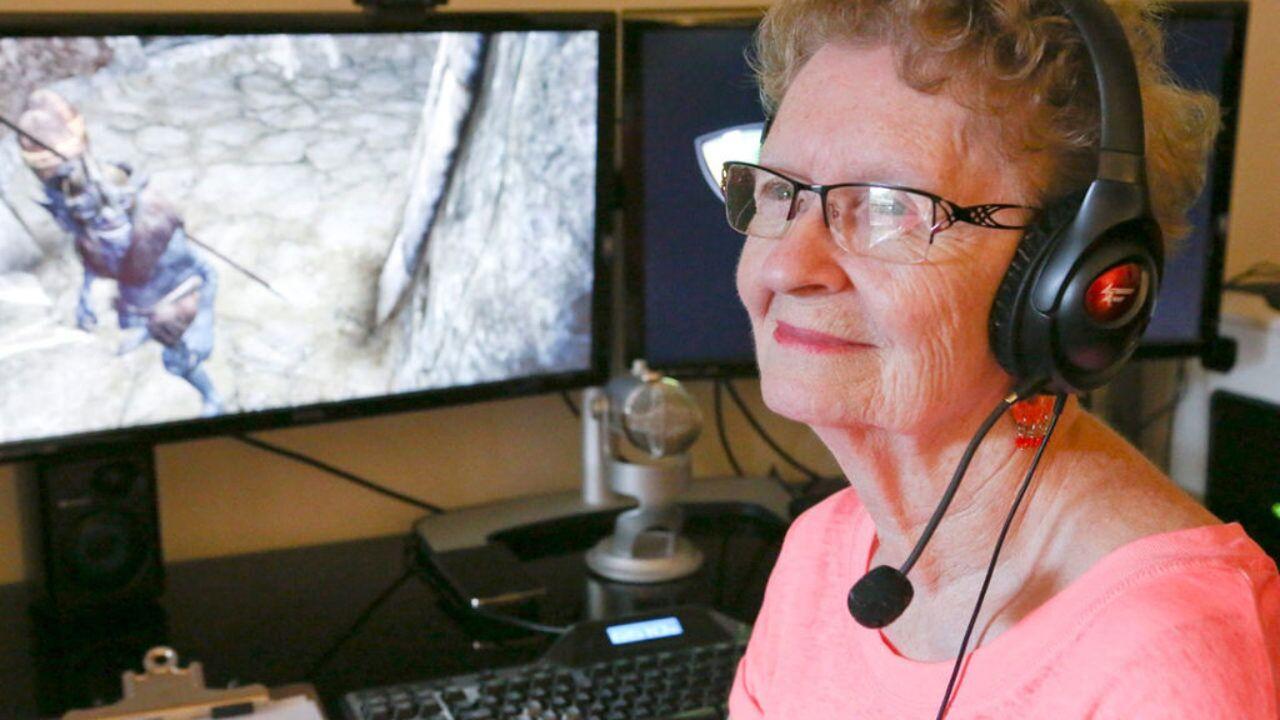 Skyrim: Shirley Curry diventa la Nonna Skyrim anche nel gioco grazie ad una mod thumbnail