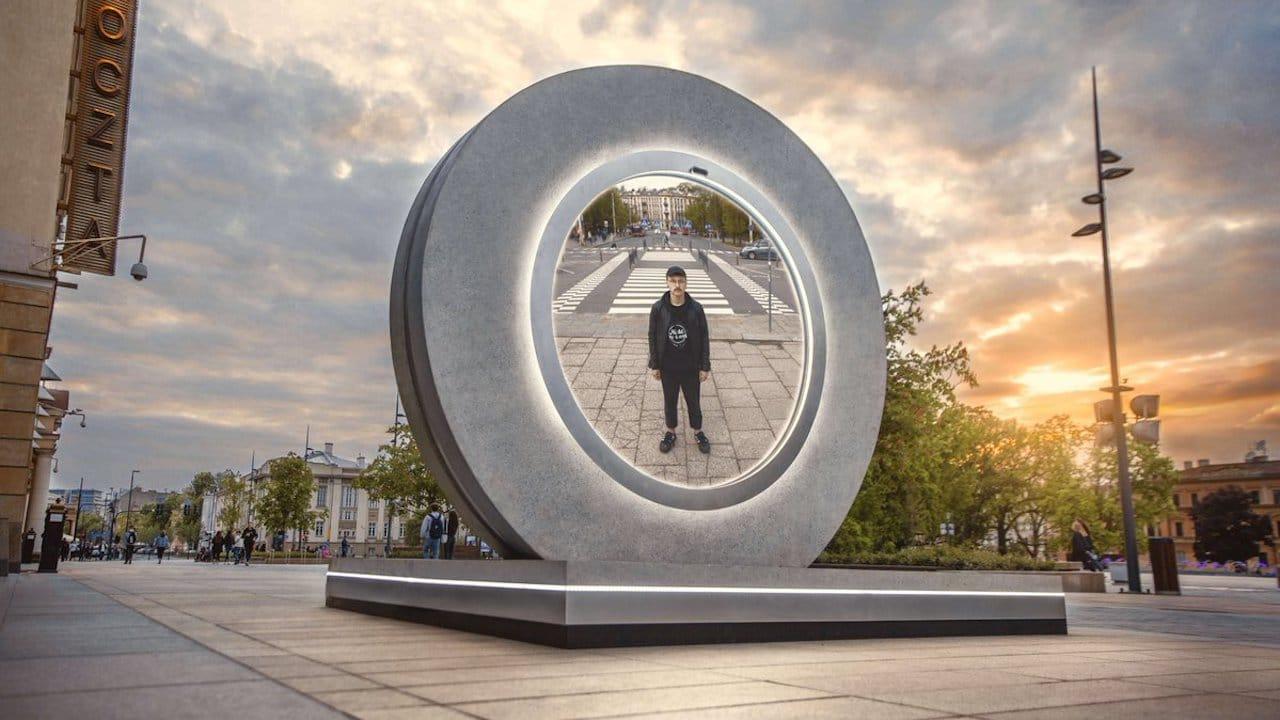 """La città di Vilnius ha costruito un portale stile """"Stargate"""" per collegarsi alla Polonia thumbnail"""