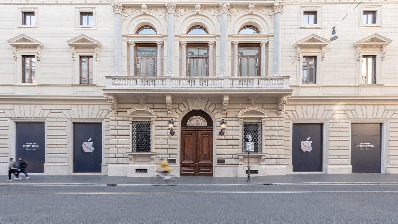 Apple arriva in via del Corso a Roma thumbnail