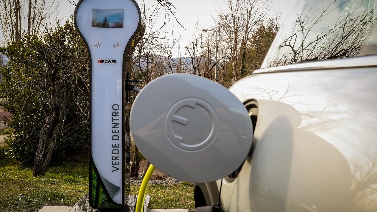 Auto elettrica, benzina, diesel. Quale auto spende meno secondo Altroconsumo? thumbnail