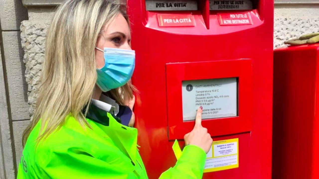 Poste Italiane, le cassette postali rosse diventano smart: il cambiamento parte da Milano thumbnail