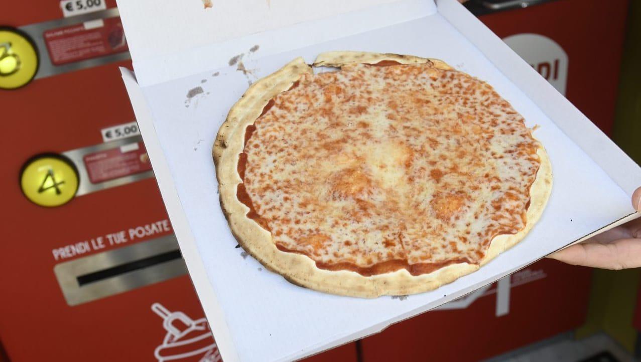 Mr. Go, il primo distributore automatico di pizza a Roma thumbnail