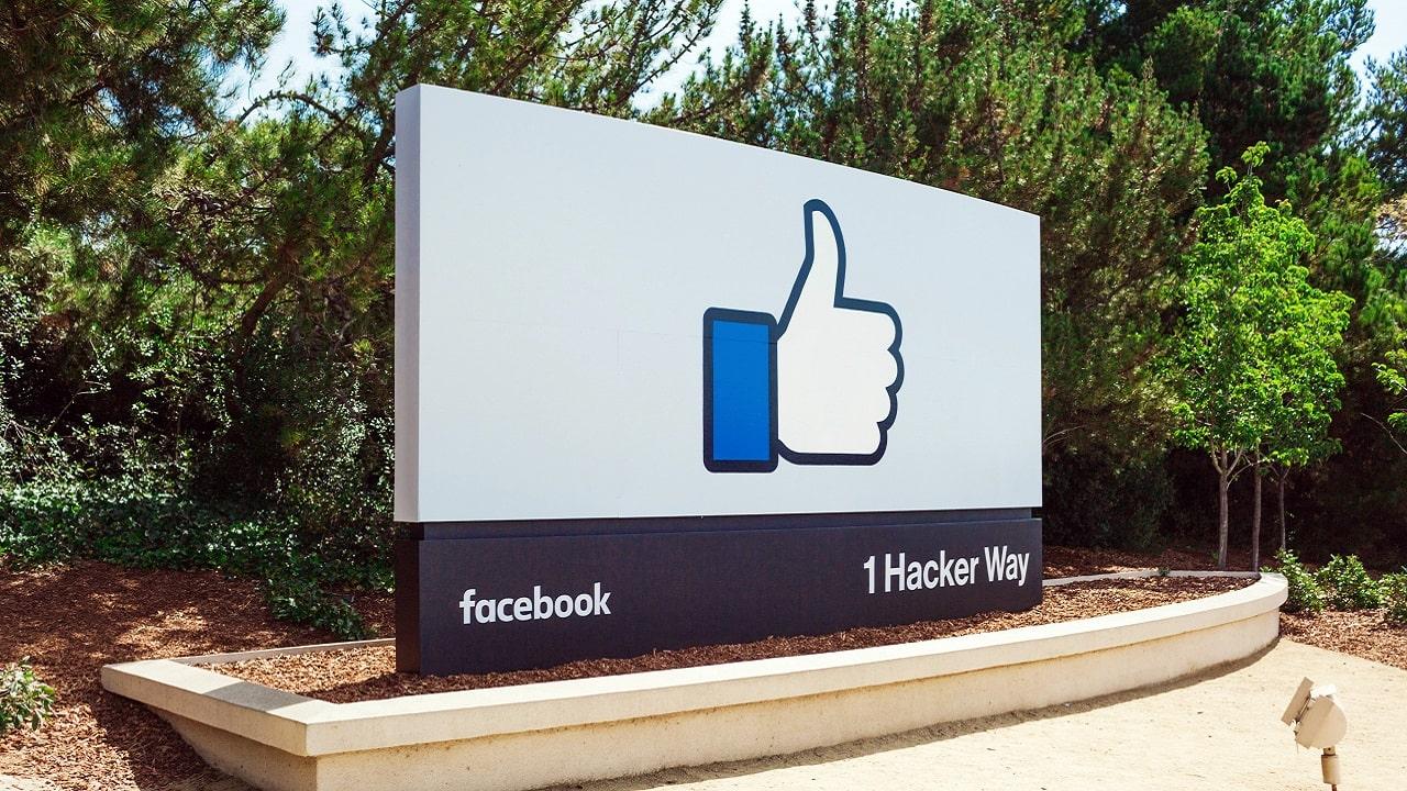 Per Facebook, ogni utente vale in media 16 dollari al mese thumbnail