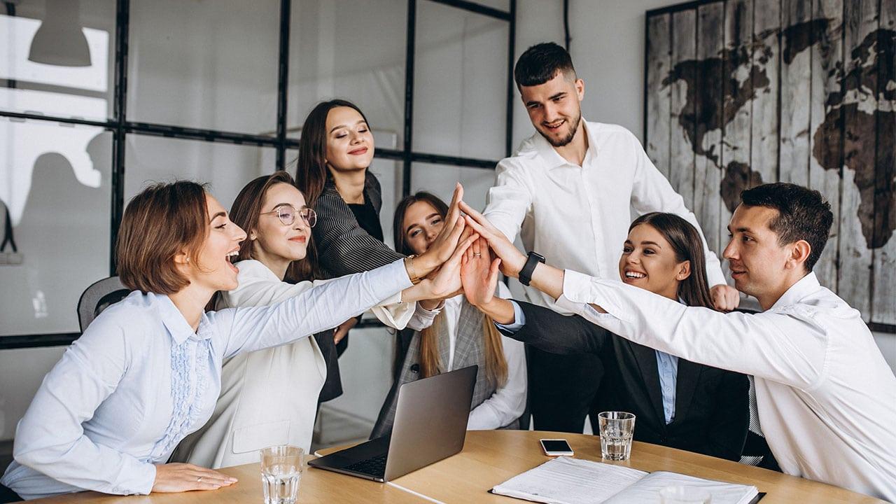 Il futuro del lavoro sarà ibrido: lo afferma Silvia Candiani, CEO di Microsoft Italia thumbnail