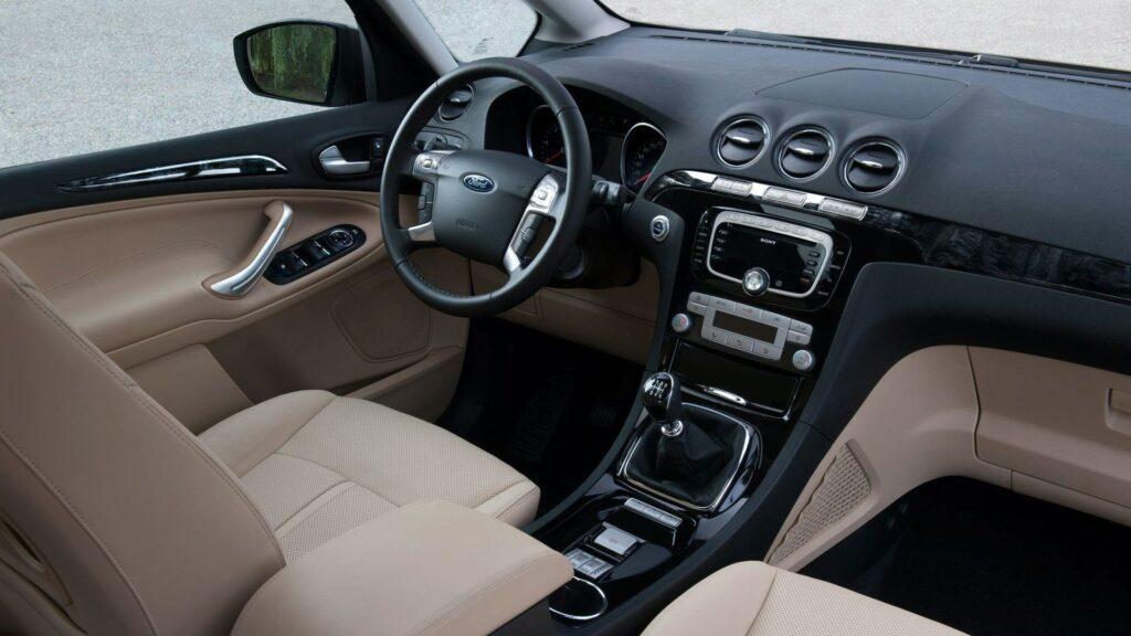 monovolume usato ford s-max interni