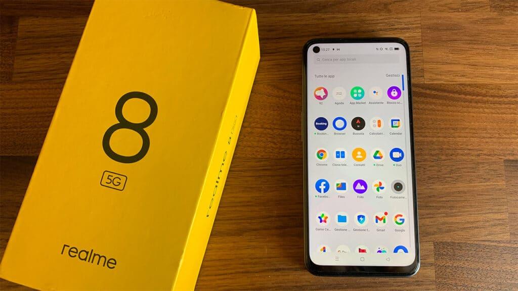 realme 8 5G recensione - display