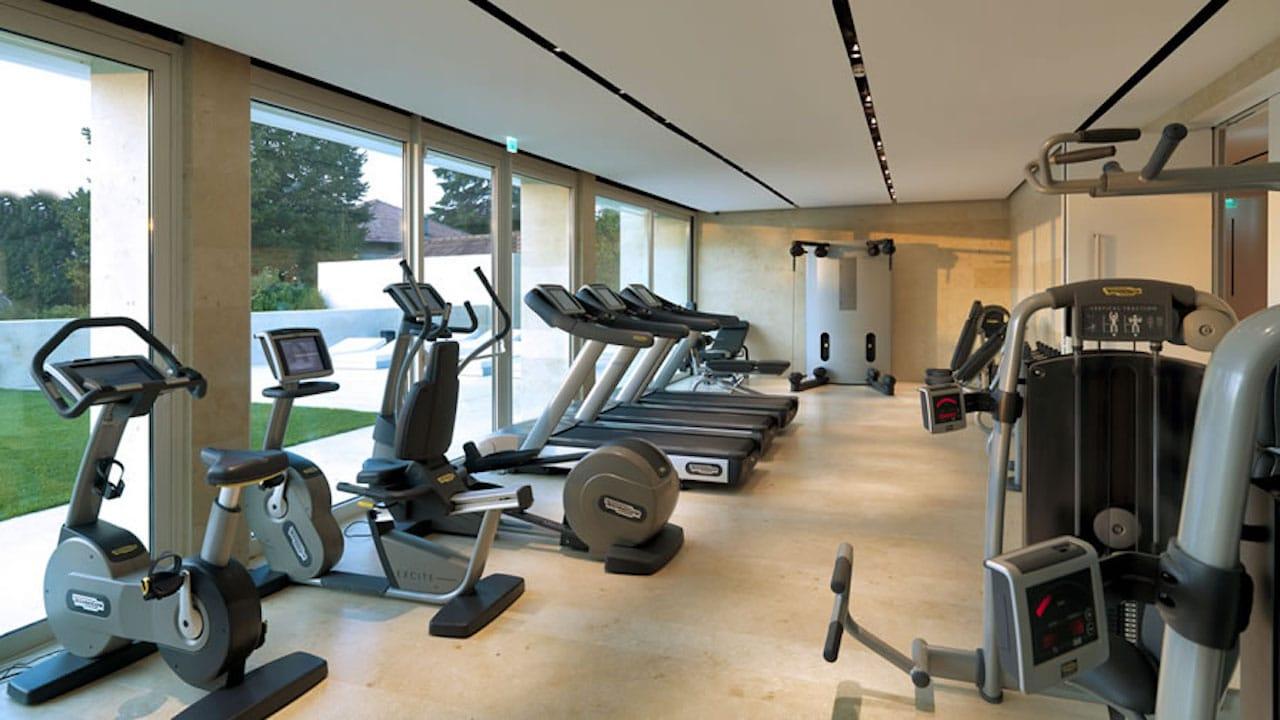 Riapertura palestre, il fitness coniuga digitale con corsi dal vivo thumbnail