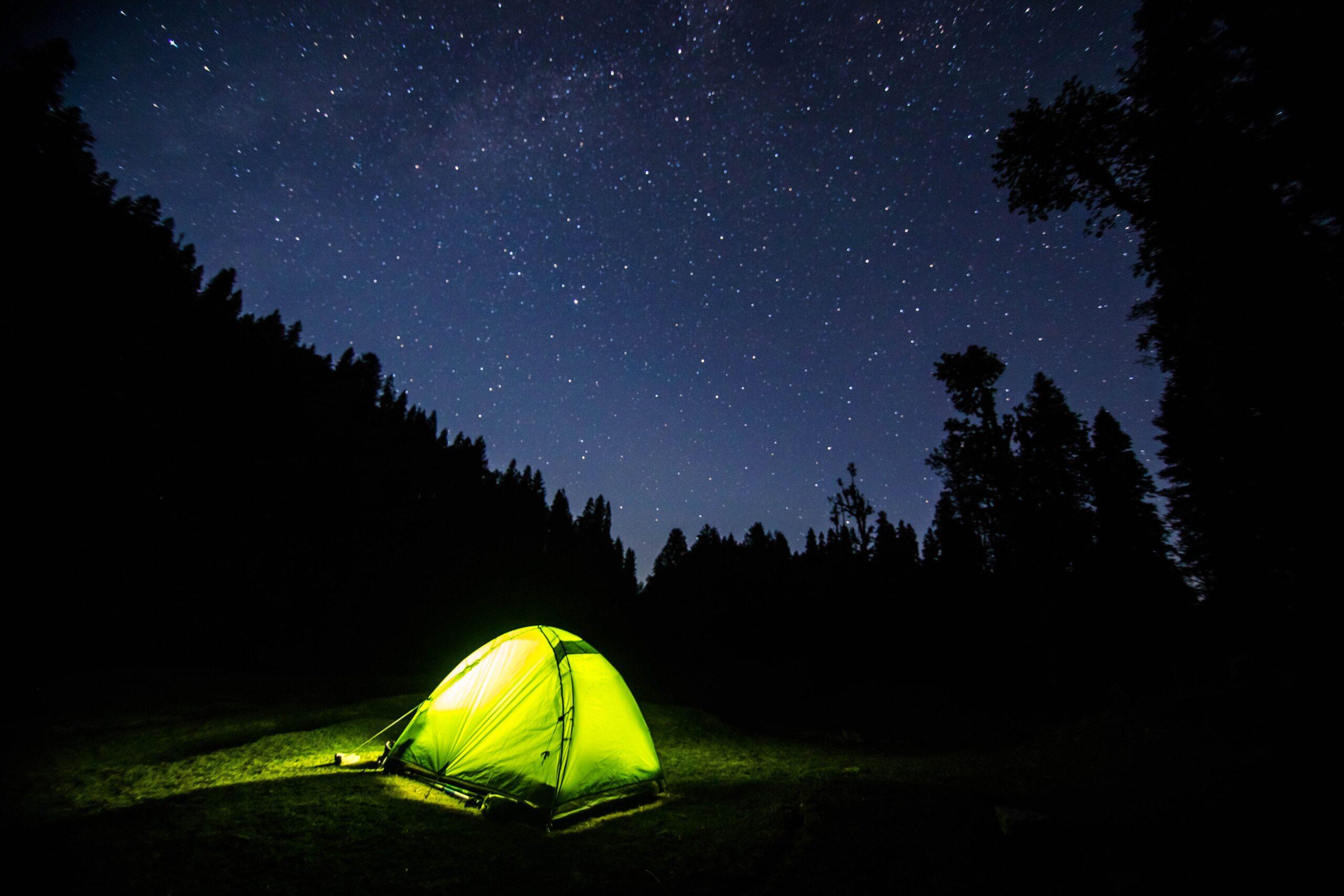 Un'estate in campeggio: gli indispensabili per una vacanza tech thumbnail