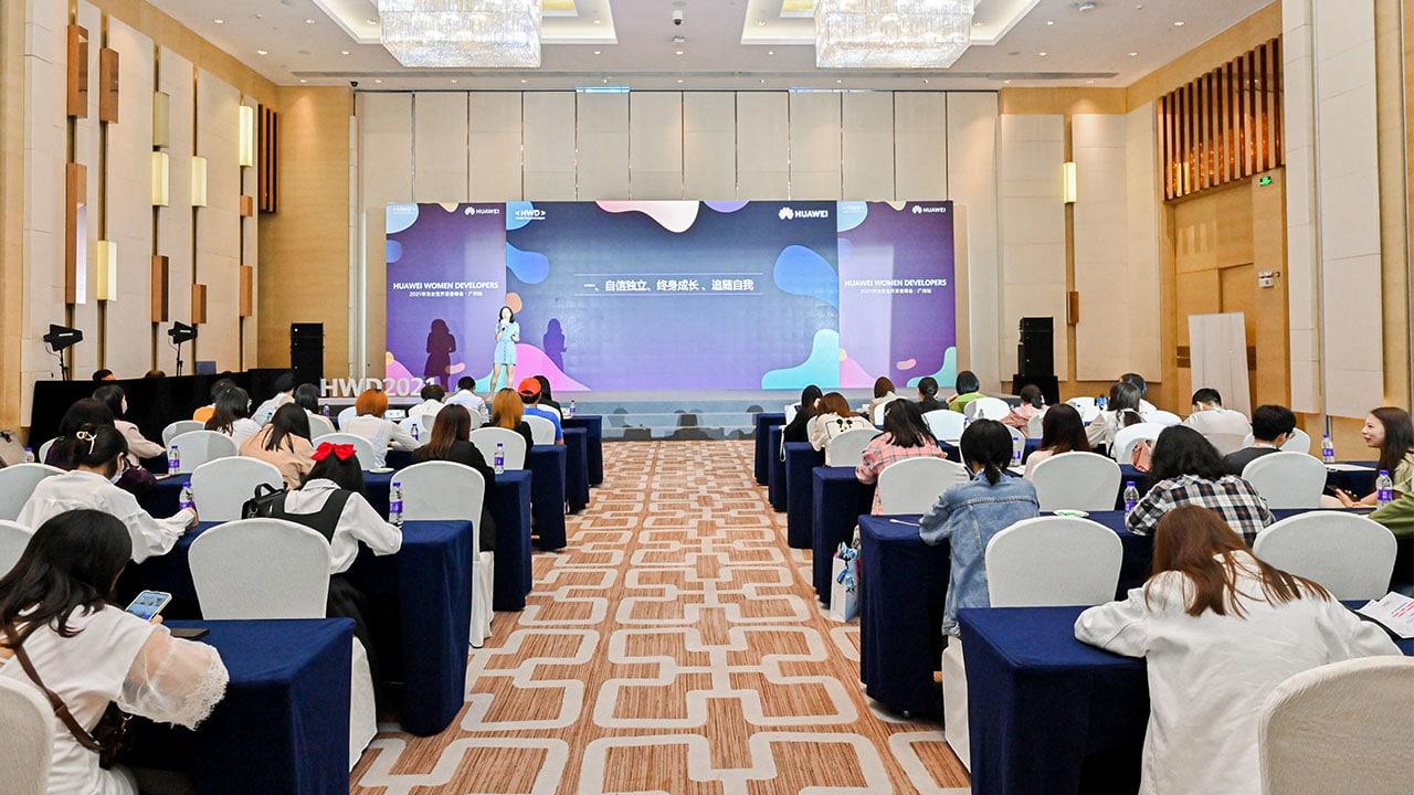 Huawei promuove l'uguaglianza di genere con il programma Huawei Women Developers thumbnail