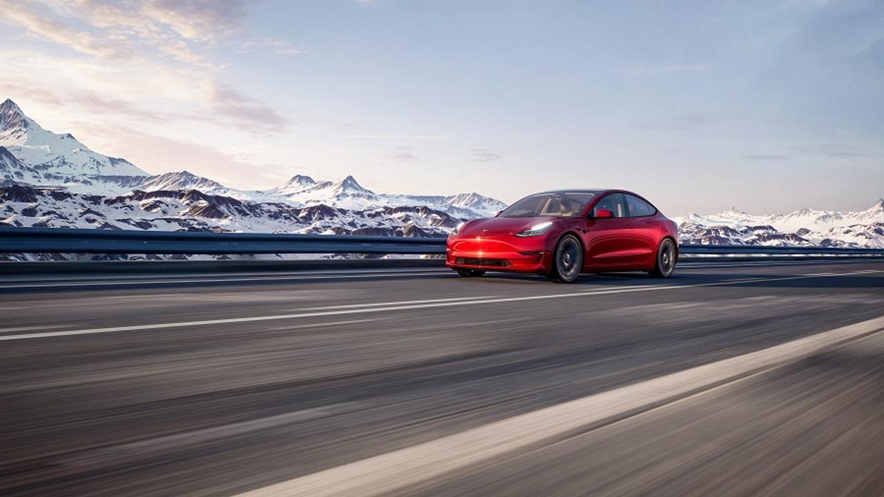 Dei ricercatori sono riusciti ad hackerare delle Tesla parcheggiate thumbnail