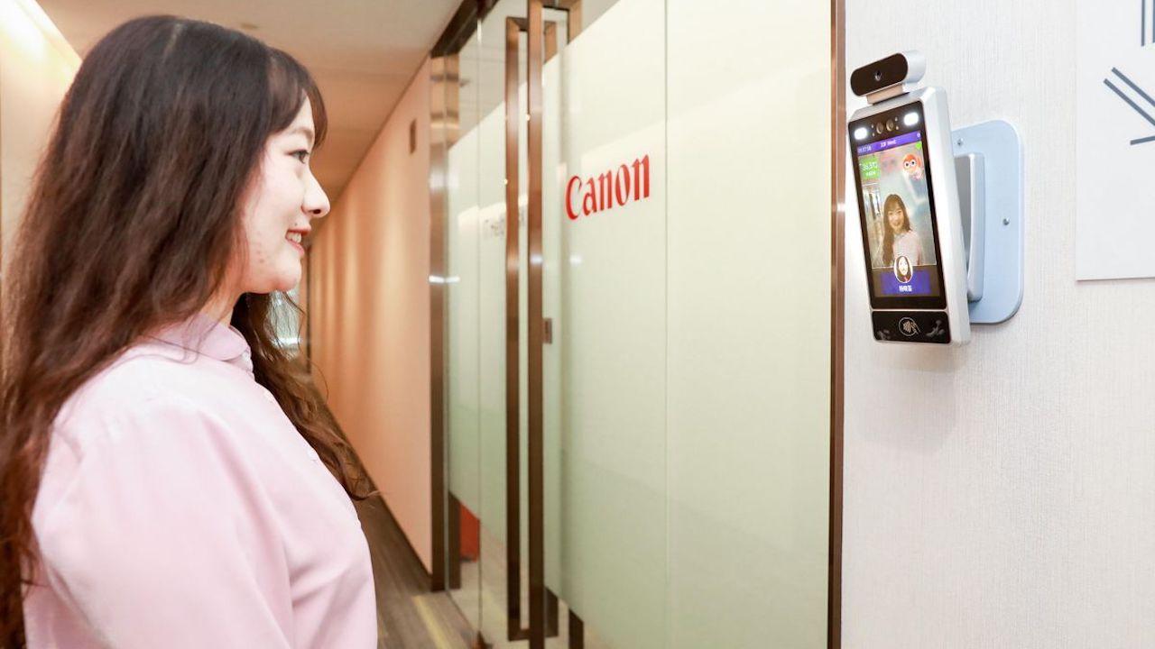 Canon accetta solo dipendenti sorridenti nei suoi uffici cinesi thumbnail