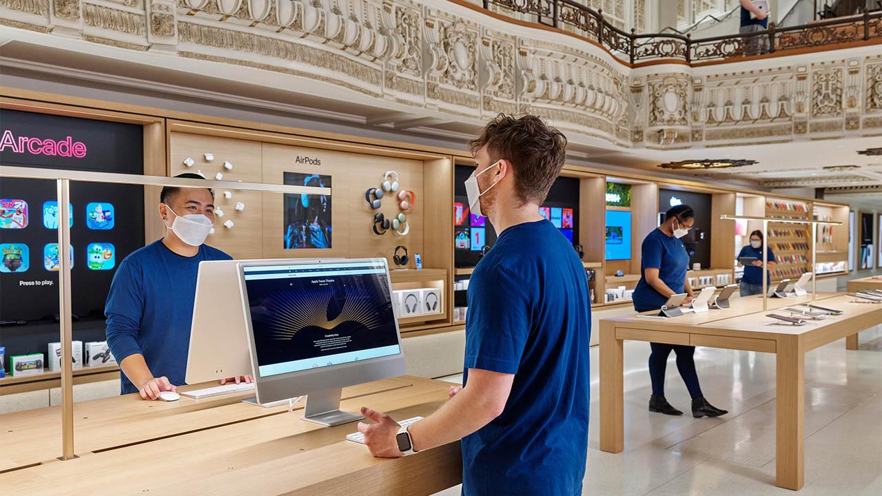 Tornano le mascherine obbligatorie nei negozi Apple degli USA thumbnail