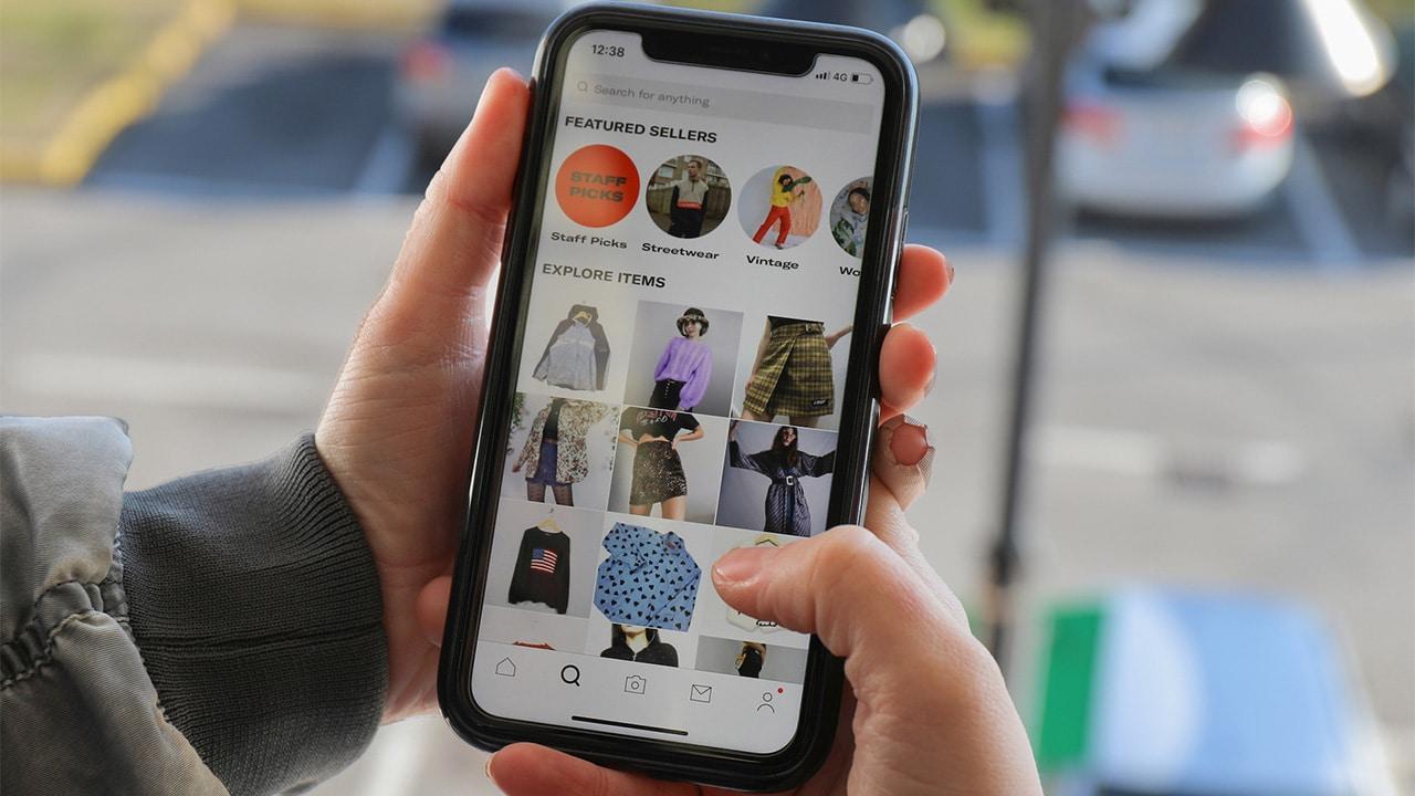 Etsy ha comprato Depop, l'app di compravendita di vestiti usati thumbnail