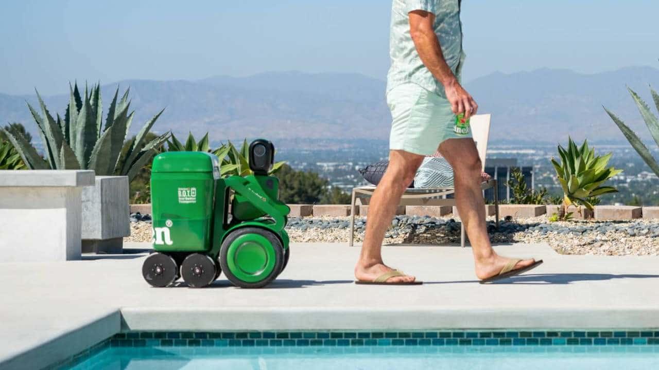 Heineken BOT, il robot porta birre dell'estate thumbnail