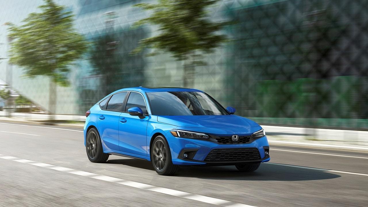 Honda Civic, debutta la nuova generazione: estetica più elegante, ma in Europa è solo ibrida thumbnail