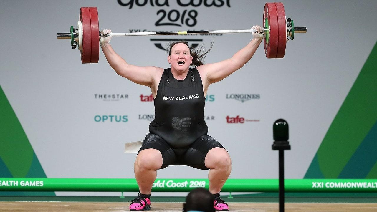 Laurel Hubbard è la prima atleta transgender a partecipare alle Olimpiadi thumbnail