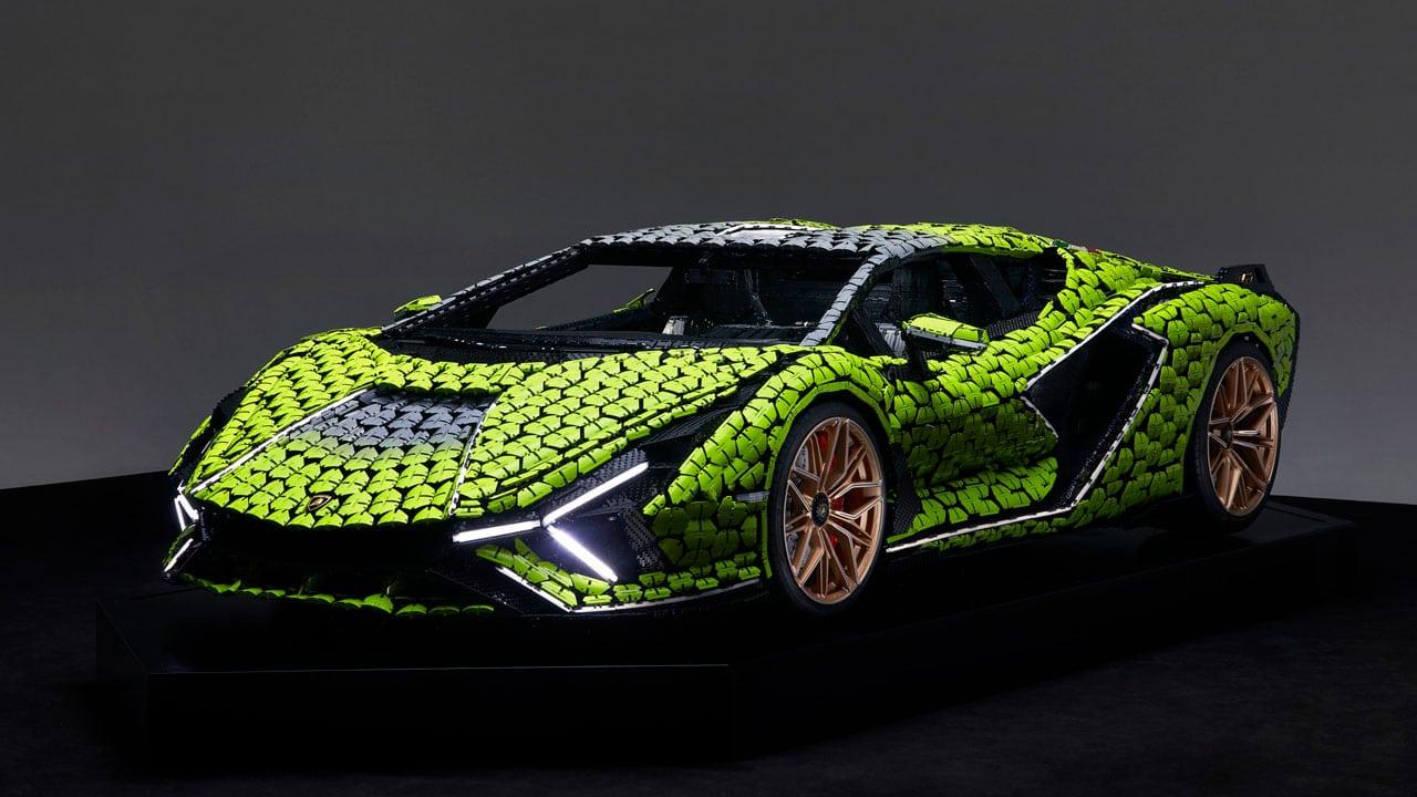 Una Lamborghini Sián costruita a grandezza naturale con LEGO Technic thumbnail