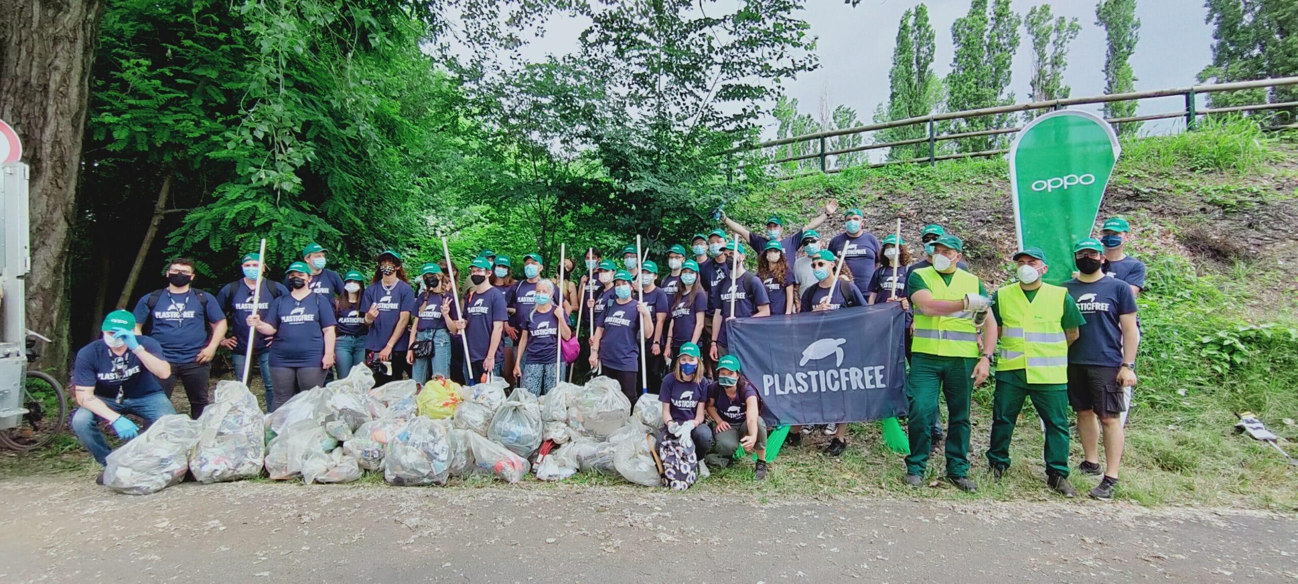 Raccolta plastica in Italia: Più di mille volontari per 10 tonnellate raccolte thumbnail