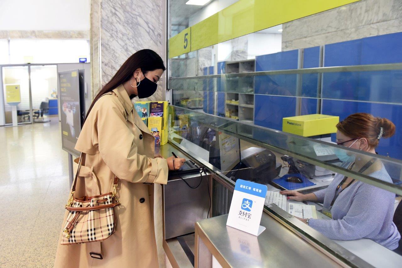Alipay collabora con Postepay per un nuovo metodo di pagamento mobile thumbnail