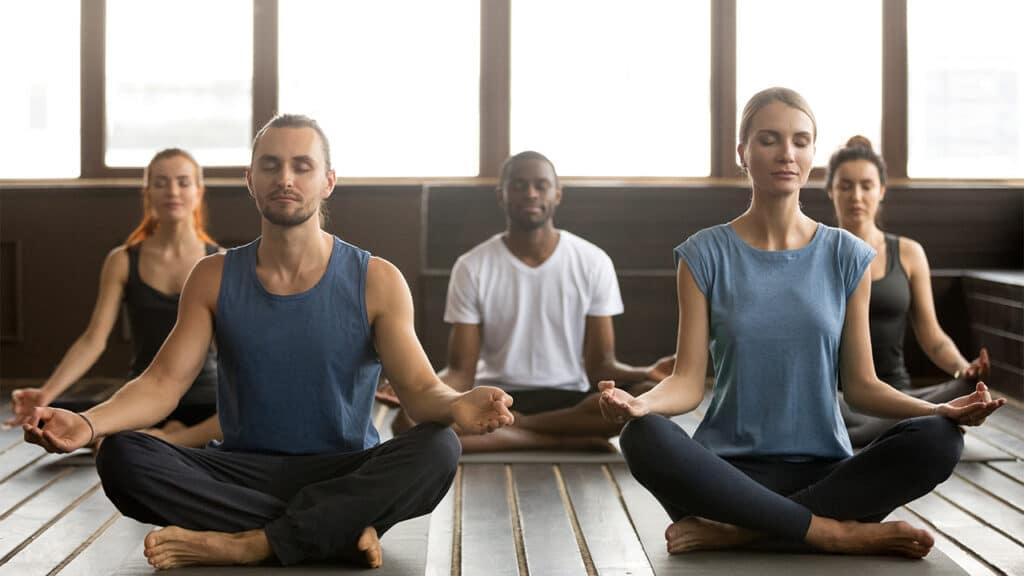 Praticare yoga fa bene alla vita sessuale