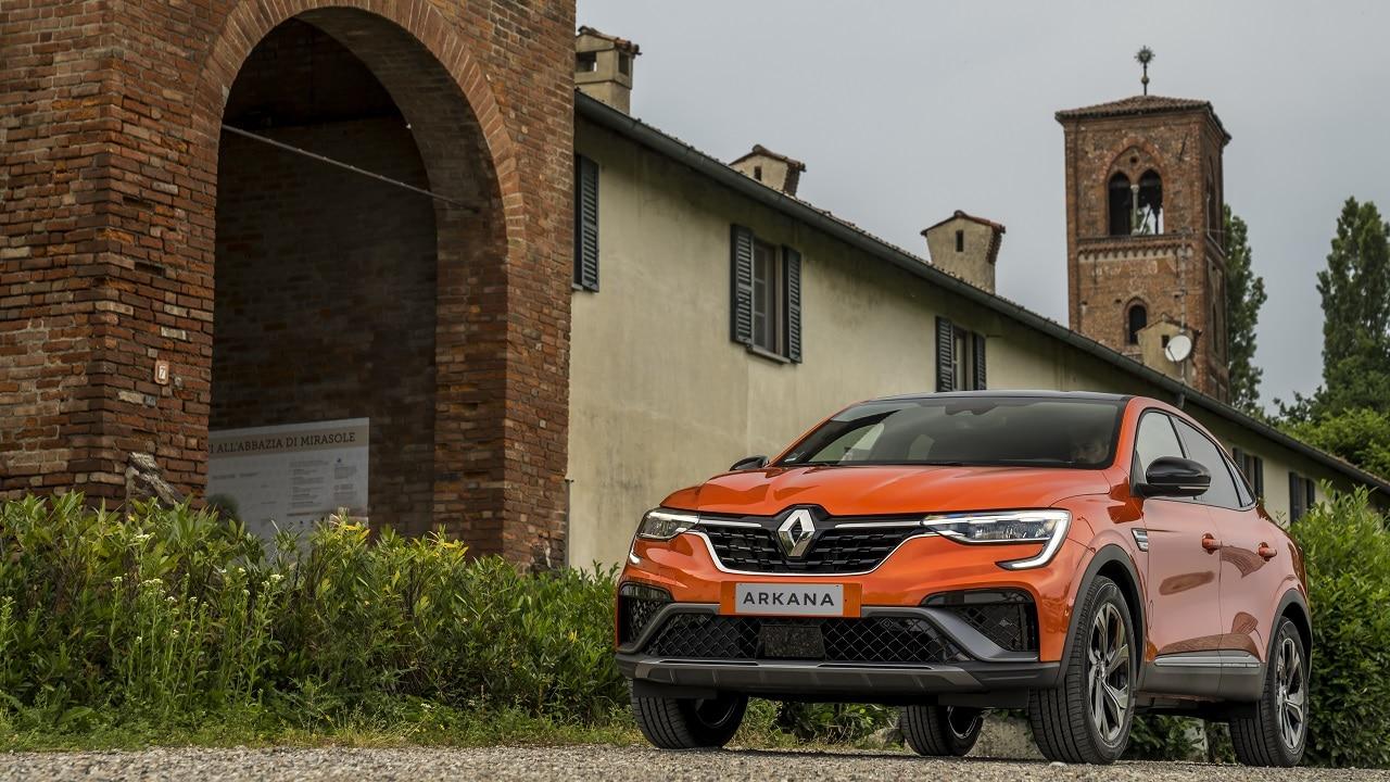 Renault Arkana E-Tech Hybrid, la prima prova: sportiva fuori, rilassante e comoda dentro thumbnail