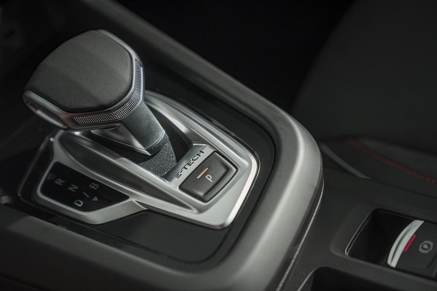 Renault Arkana Hybrid leva cambio