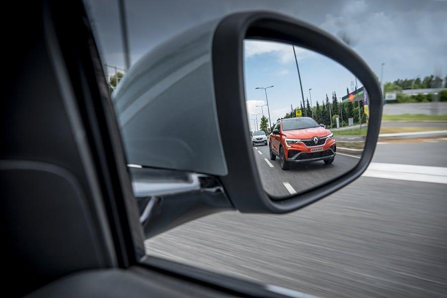 Renault Arkana Hybrid specchietto