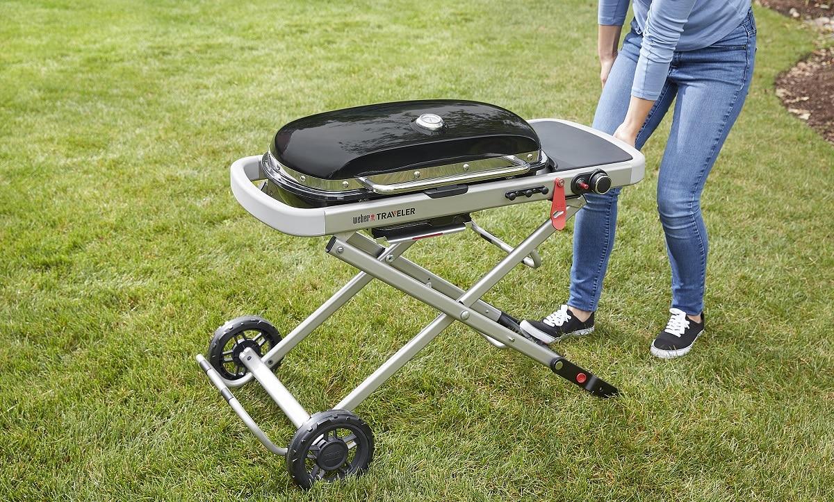 Weber Traveler è il nuovo barbecue per le grigliate in viaggio thumbnail