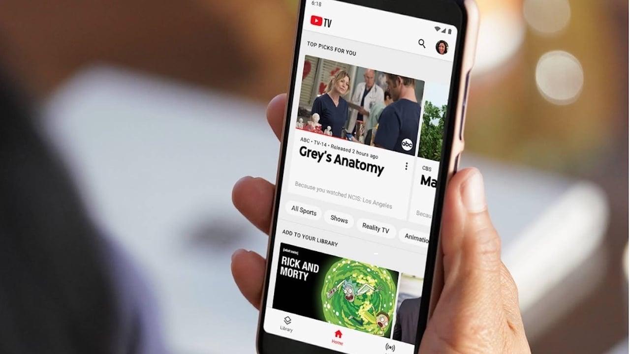 YouTube testa i commenti nei video a schermo intero thumbnail