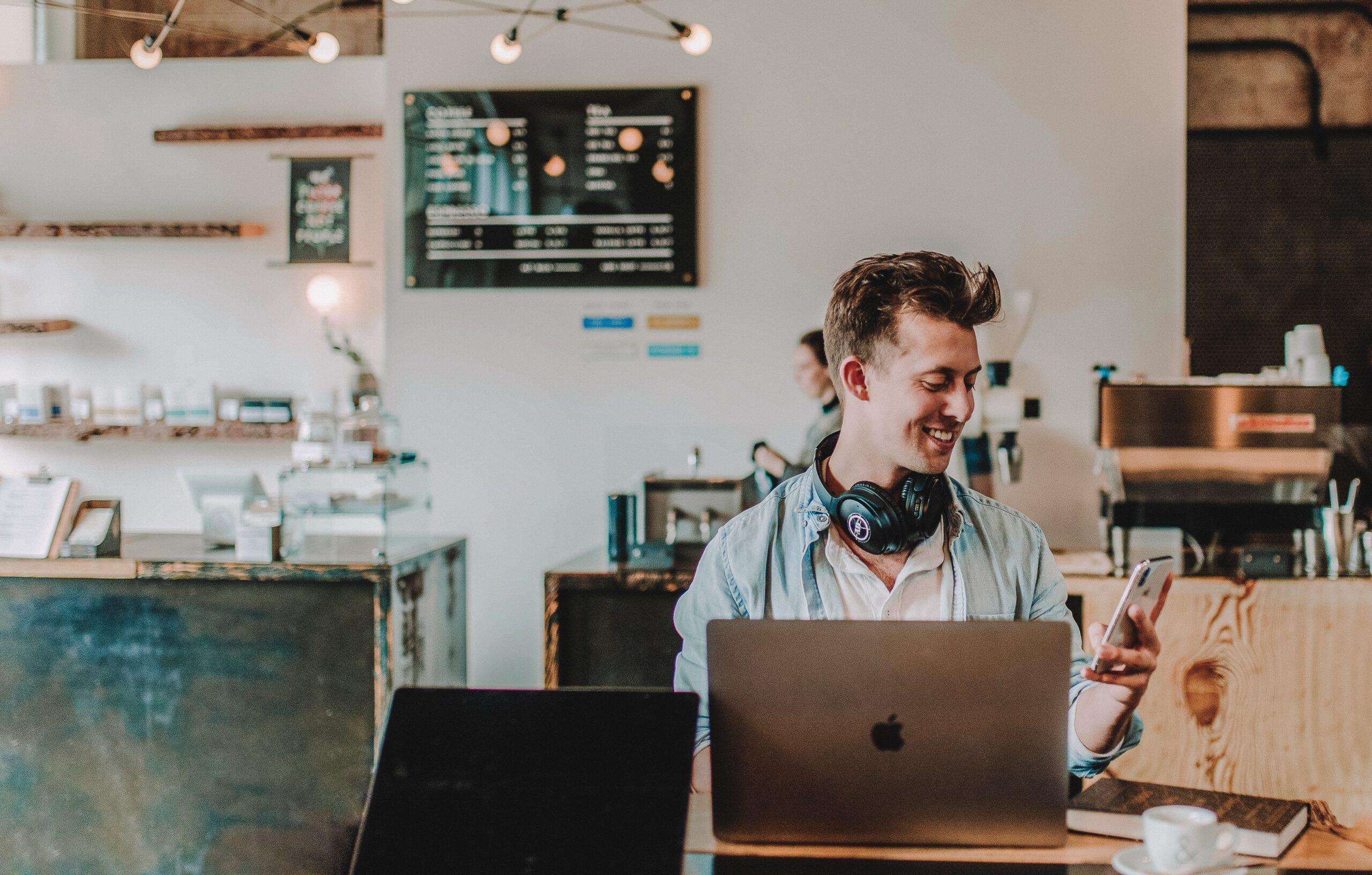Lavorare in smart working d'estate: gli indispensabili per sopravvivere thumbnail