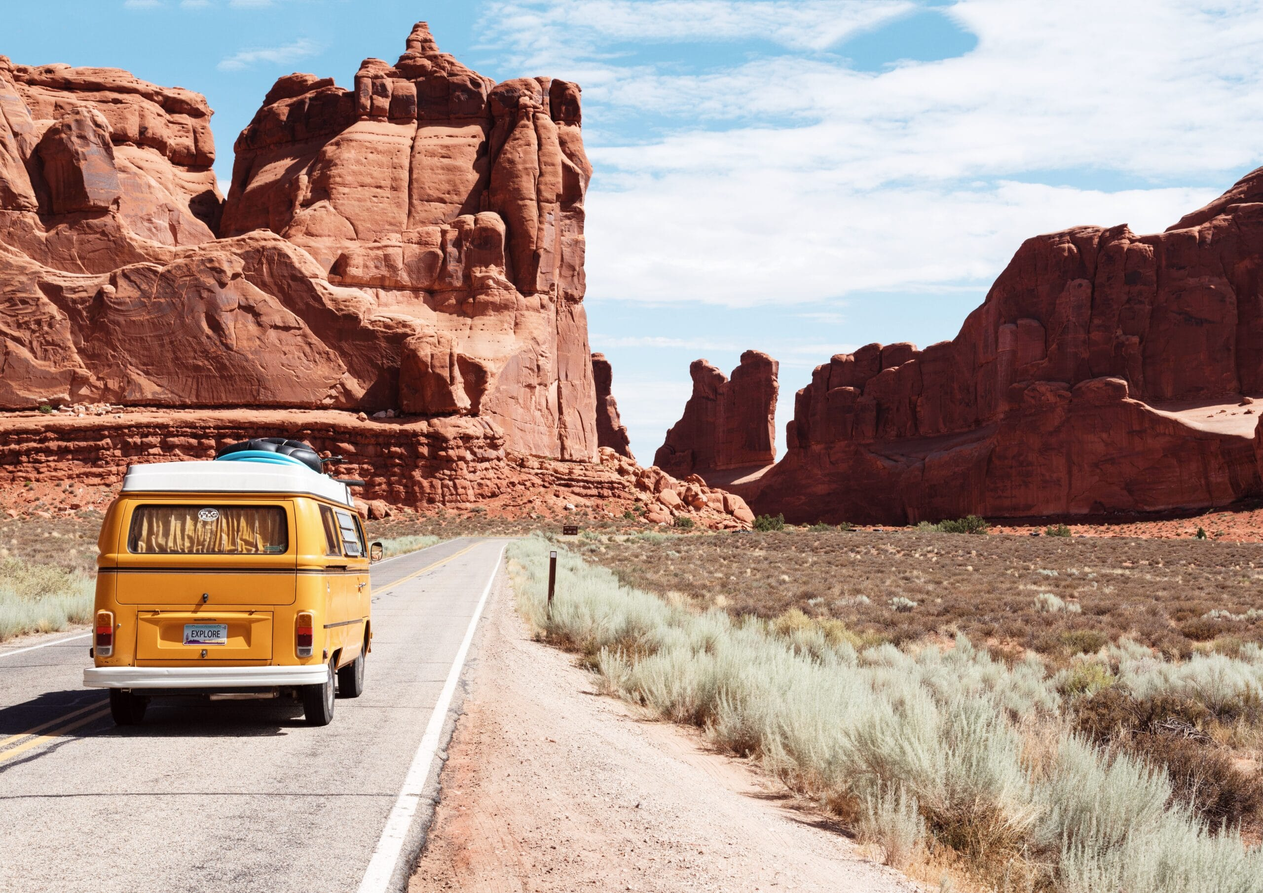 Into the wild: due libri, un film, un modo di viaggiare e vivere la natura thumbnail