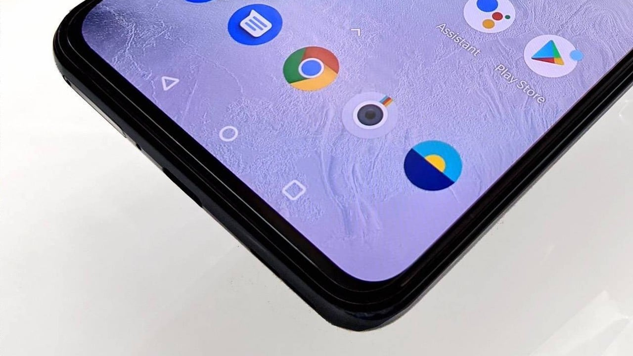 Entro il 2022 metà degli smartphone avrà display AMOLED thumbnail