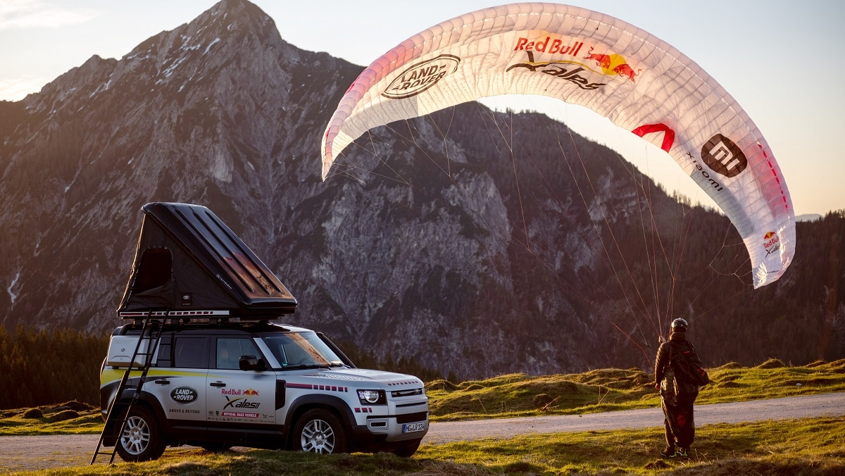 Land Rover Defender è il veicolo di supporto della Red Bull X-Alps thumbnail