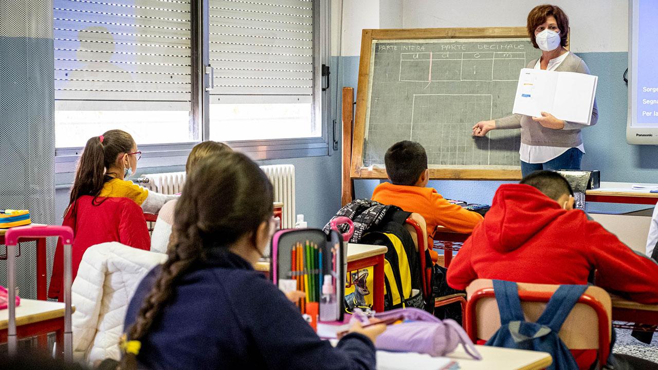 Che bello scoprire di nuovo il volto della maestra: la scuola dopo la mascherina thumbnail
