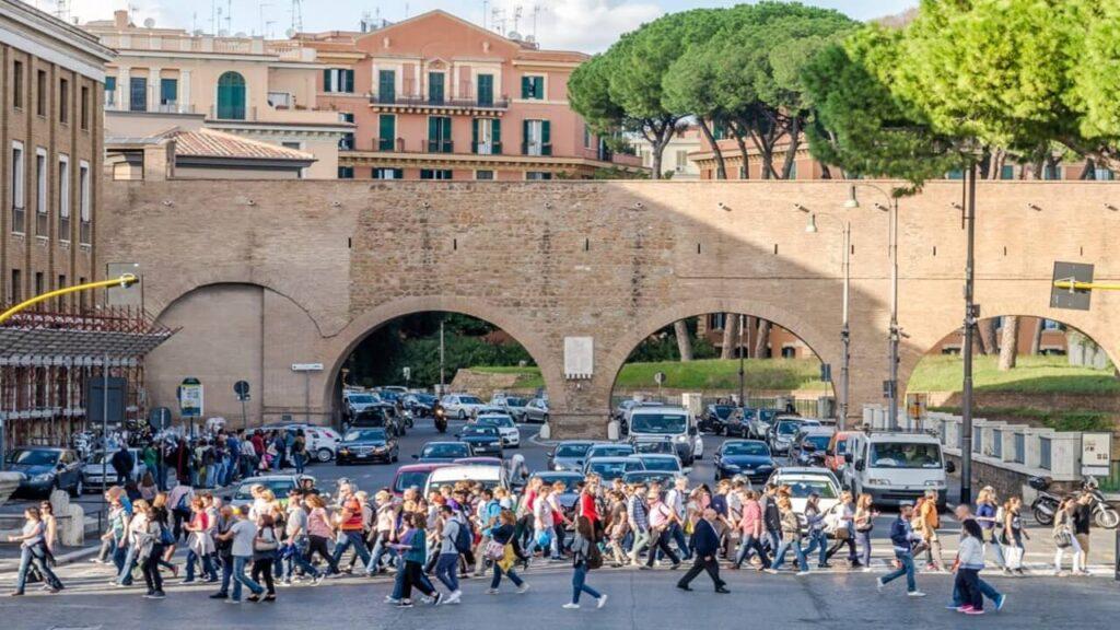 traffico roma attraversamento pedoni
