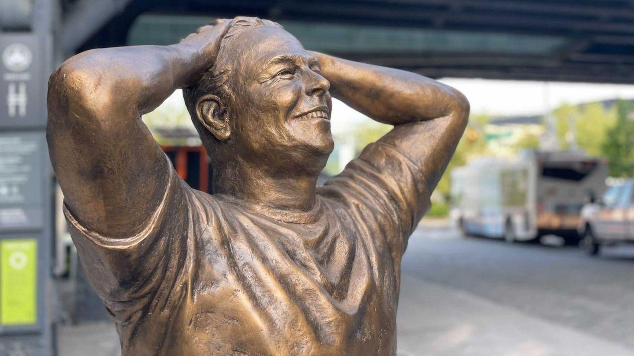 Inaugurata a New York una statua di Elon Musk thumbnail